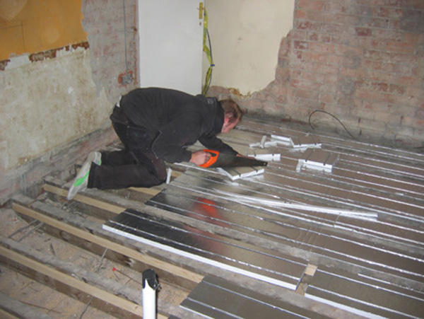 We do not recommend the use of screed for underfloor heating. Screed systems whether as a slab or between joists are inherently problematic in our climate ... & Will Soden - Underfloor Heating